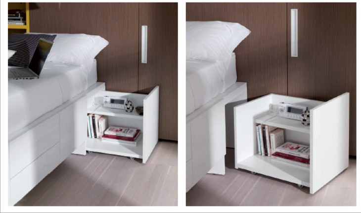 Camera moderna con letto con cassetti e doppia cabina