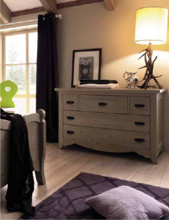 Camera tabi in stile country classico for Cassettiere camera da letto design