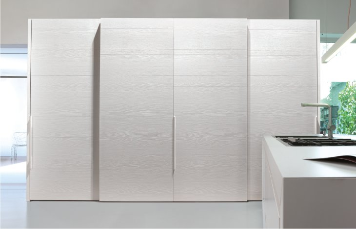 armadio scorrevole in legno bianco di caccaro