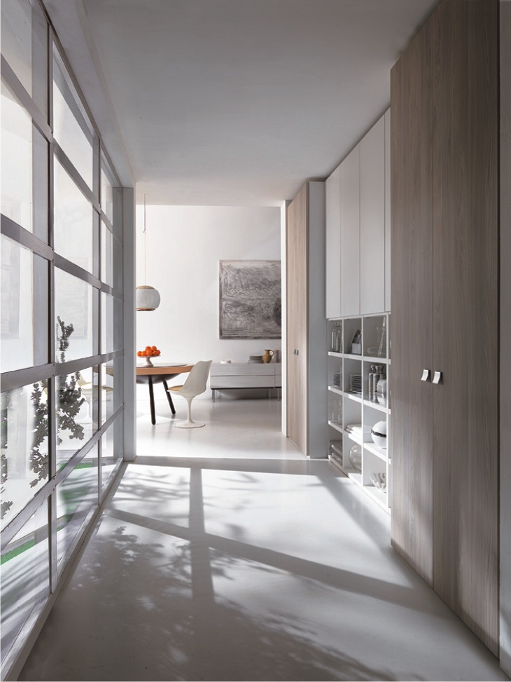Armadio in corridoio con libreria master arredo moderno for Arredare corridoio stretto e corto