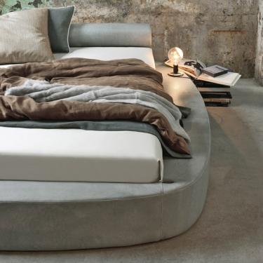 Curve in camera matrimoniale: mobili e letti rotondi