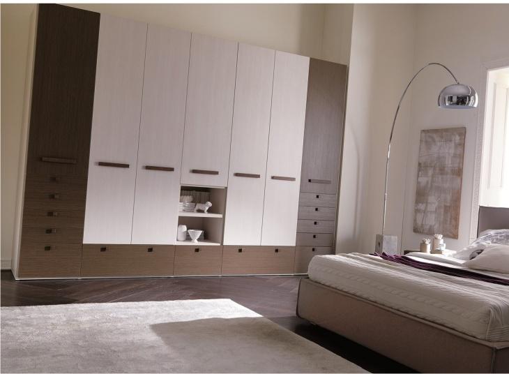 Armadio per camera da letto con vani a giorno - Camera da letto con tv ...
