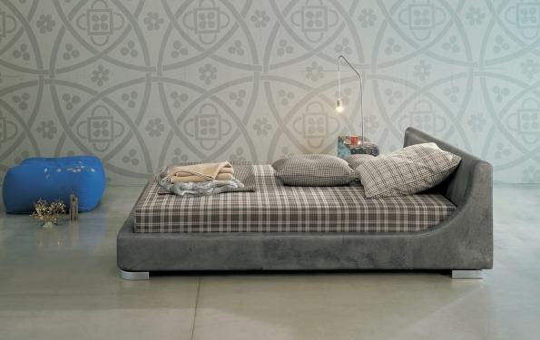 Jeune letto imbottito dal raffinato design by Twils